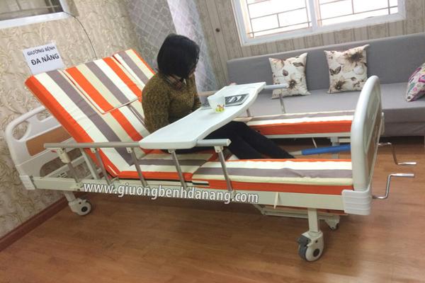 Giường bệnh nhân đa năng MKC-Medical 4 tay quay điều khiển bằng tay quay có 11 chức năng