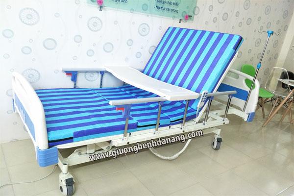 Giường bệnh MKC-Medical điều khiển điện 5 chức năng có tăng chỉnh chiều cao thấp của giường